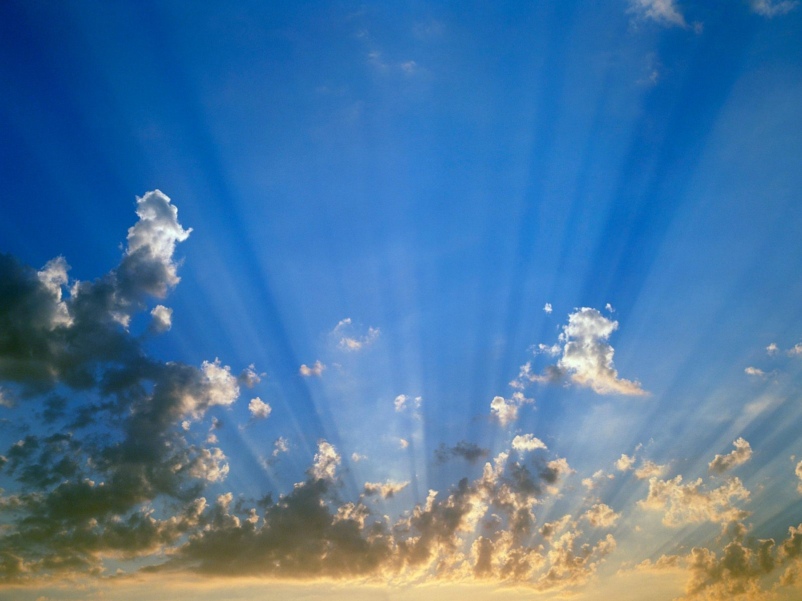 Huge sunrays in a blue sky