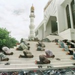 Salat on the masjid steps