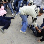 Egyptian protesters struggling against police