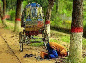 Rikshaw driver stops to pray.