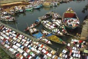 Jum'ah prayer on boats.